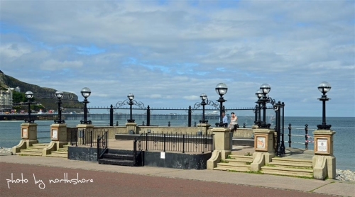 Picture of Llandudno Pier and promenade