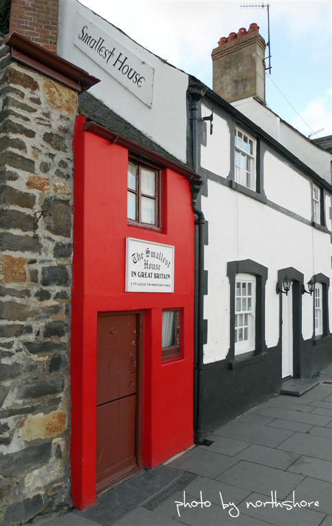 Picture of the Smallest House Conwy